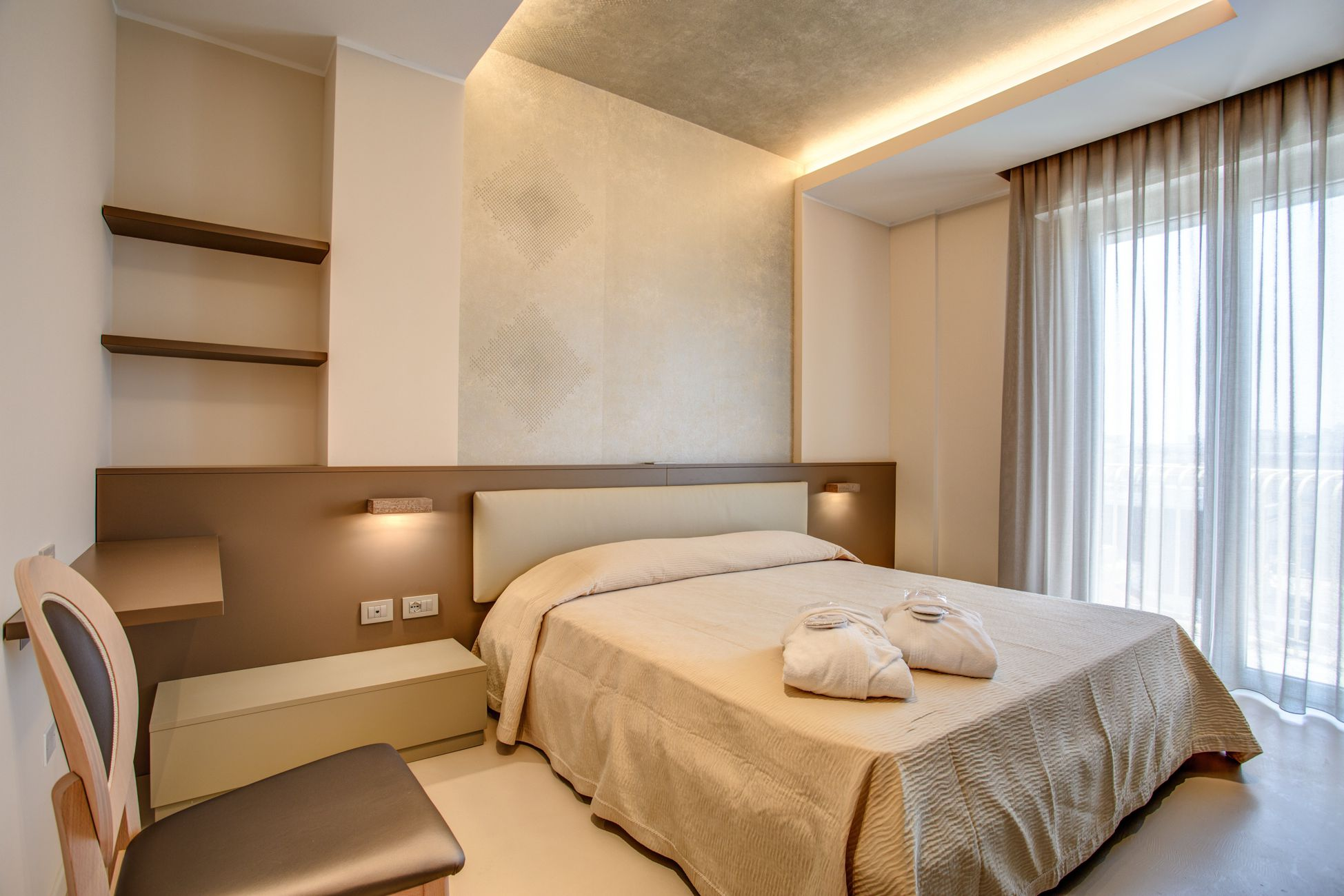 Arredamento hotel e alberghi camar mobili negozio mobili for Arredamento camere hotel